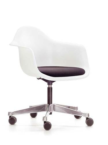 Chaise pivotante Eames Plastic Armchair PACC