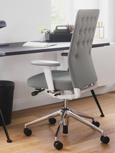 Bürodrehstuhl ID Trim Halbhoher Rücken, mit 2D Armlehnen | Stoff, sierragrau