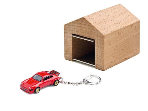 Schlüsselanhänger Porsche 934 RSR mit Garage
