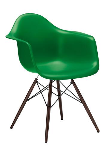 Stuhl Eames Plastic Armchair DAW Ahorn, nussbaumfarbig | classic green