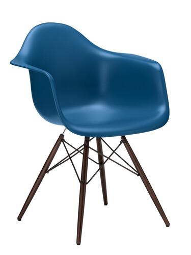 Stuhl Eames Plastic Armchair DAW Ahorn, nussbaumfarbig | marineblau