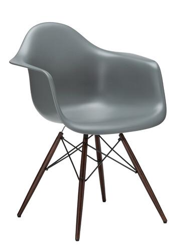 Stuhl Eames Plastic Armchair DAW Ahorn, nussbaumfarbig | moosgrau