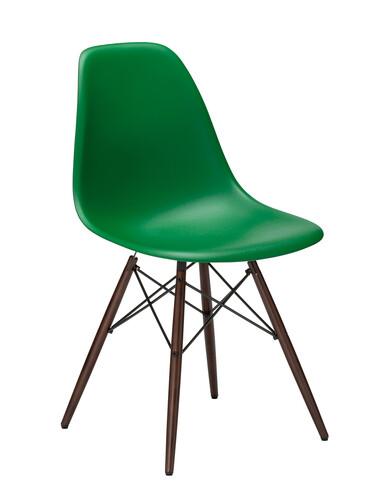 Stuhl Eames Plastic Side Chair DSW Ahorn, nussbaumfarbig | classic green